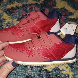 Little boys Gap sneakers sz 8